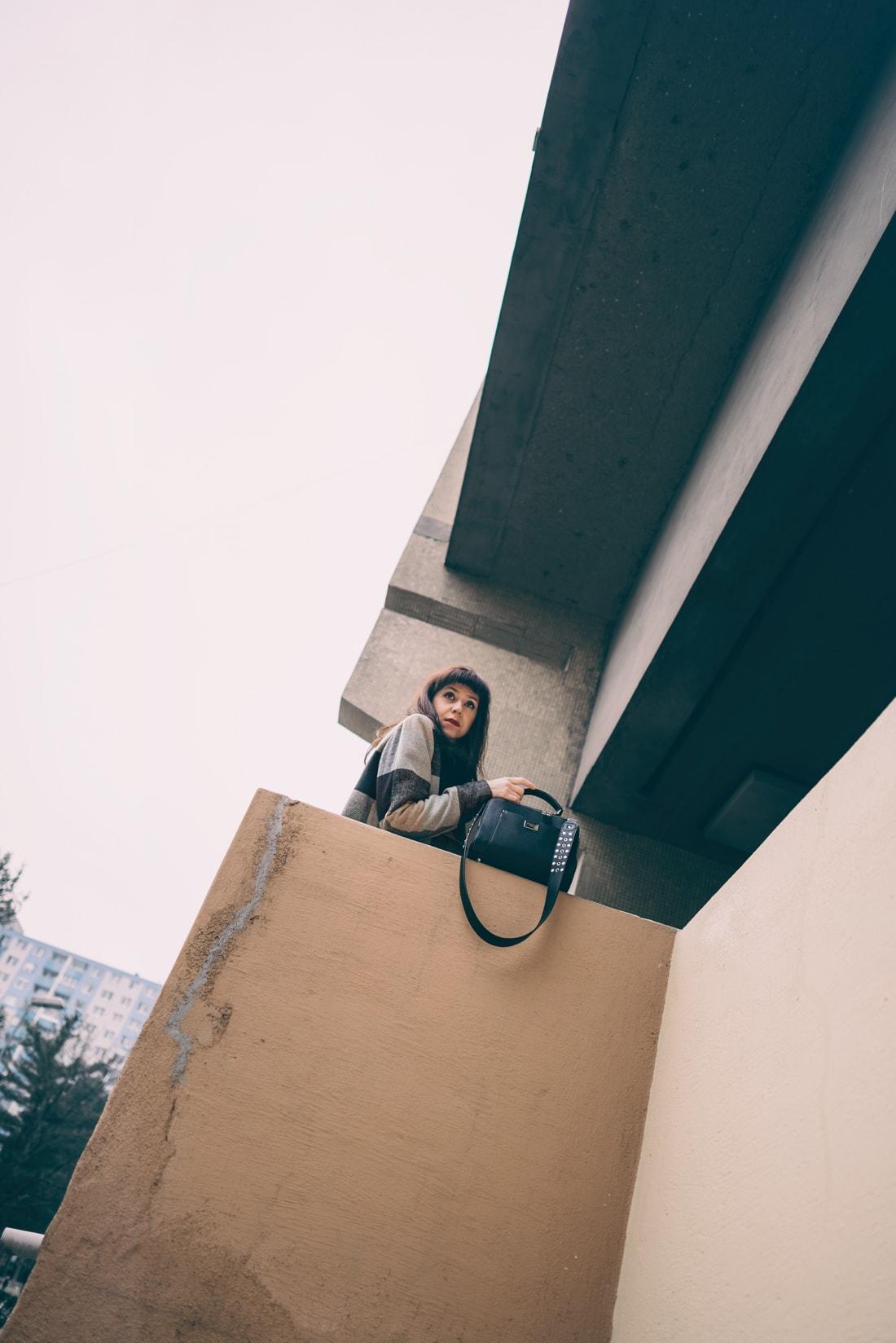 BIZNIS LOOK ALEBO NIKDY NEČAKAJTE VIAC_Katharine-fashion is beautiful_blog 4_Károvaný kabát Bonprix_Béžová sukňa Mango_Katarína Jakubčová_Fashion blogerka