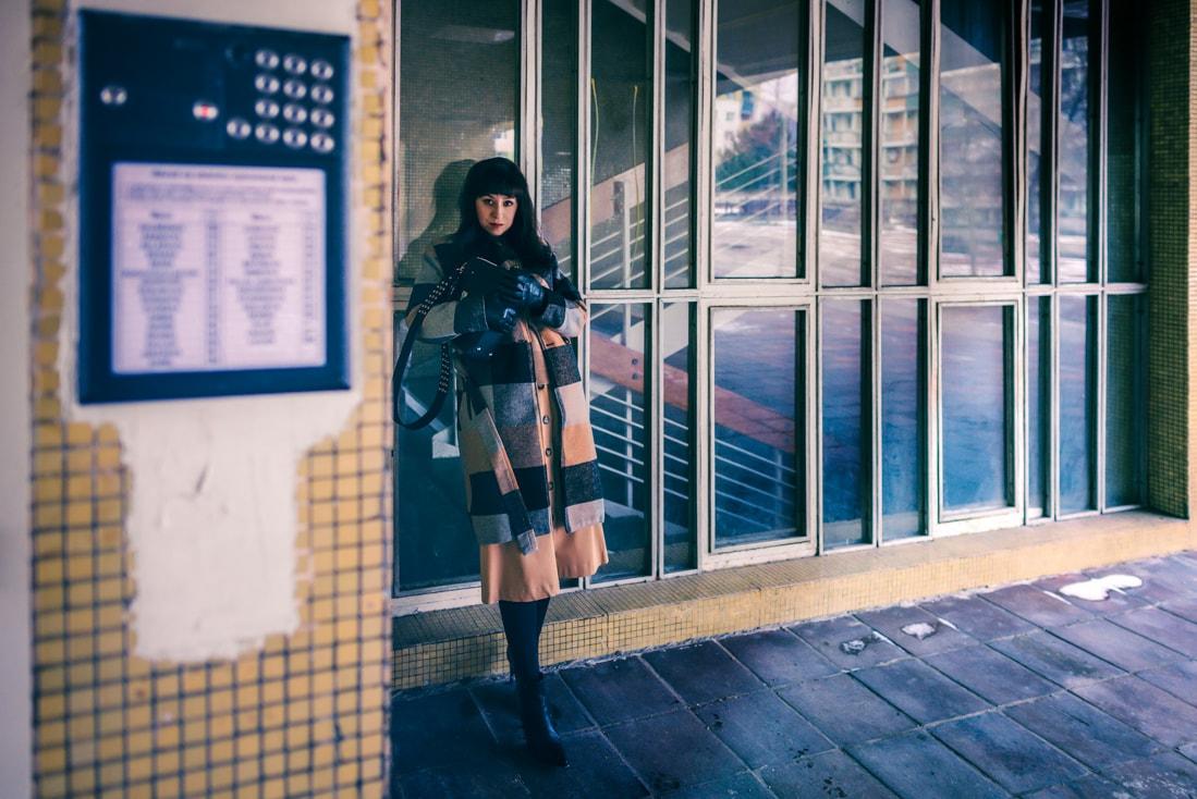 BIZNIS LOOK ALEBO NIKDY NEČAKAJTE VIAC_Katharine-fashion is beautiful_blog 5_Károvaný kabát Bonprix_Béžová sukňa Mango_Katarína Jakubčová_Fashion blogerka