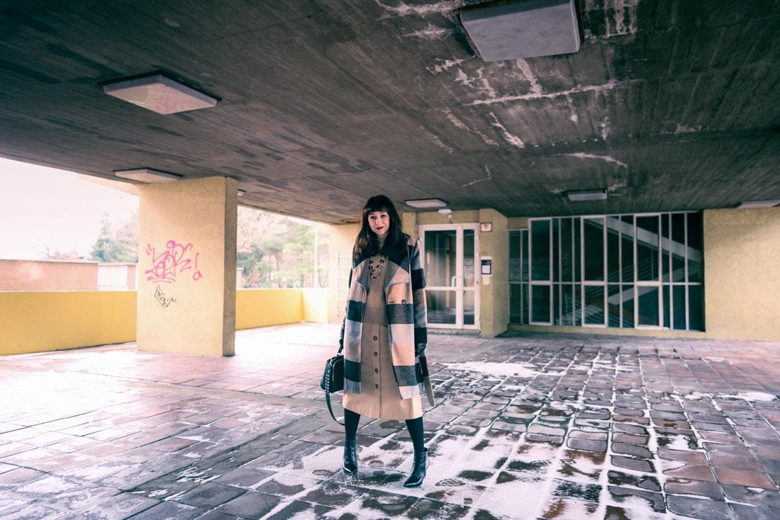BIZNIS LOOK ALEBO NIKDY NEČAKAJTE VIAC_Katharine-fashion is beautiful_blog 8_Károvaný kabát Bonprix_Béžová sukňa Mango_Katarína Jakubčová_Fashion blogerka
