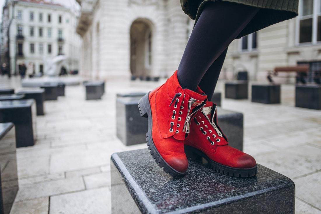 BUDAPEŠŤ BUDETE MILOVAŤ_Katharine-fashion is beautiful_blog 1_červené čižmy Carinii_Cestovanie_Katarína Jakubčová_Módna blogerka