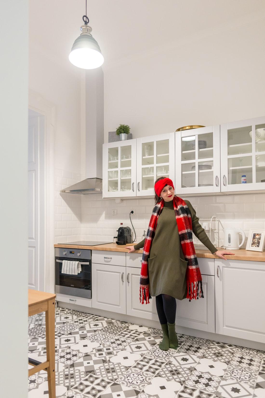 BUDAPEŠŤ BUDETE MILOVAŤ_Katharine-fashion is beautiful_blog 14_červená čelenka Zara_Cestovanie_Katarína Jakubčová_Módna blogerka