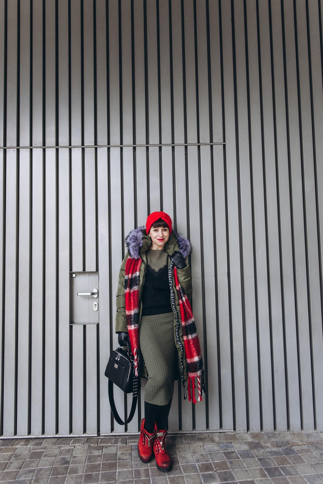 BUDAPEŠŤ BUDETE MILOVAŤ_Katharine-fashion is beautiful_blog 2_červená čelenka Zara_Sveter Vero Moda_Cestovanie_Katarína Jakubčová_Módna blogerka