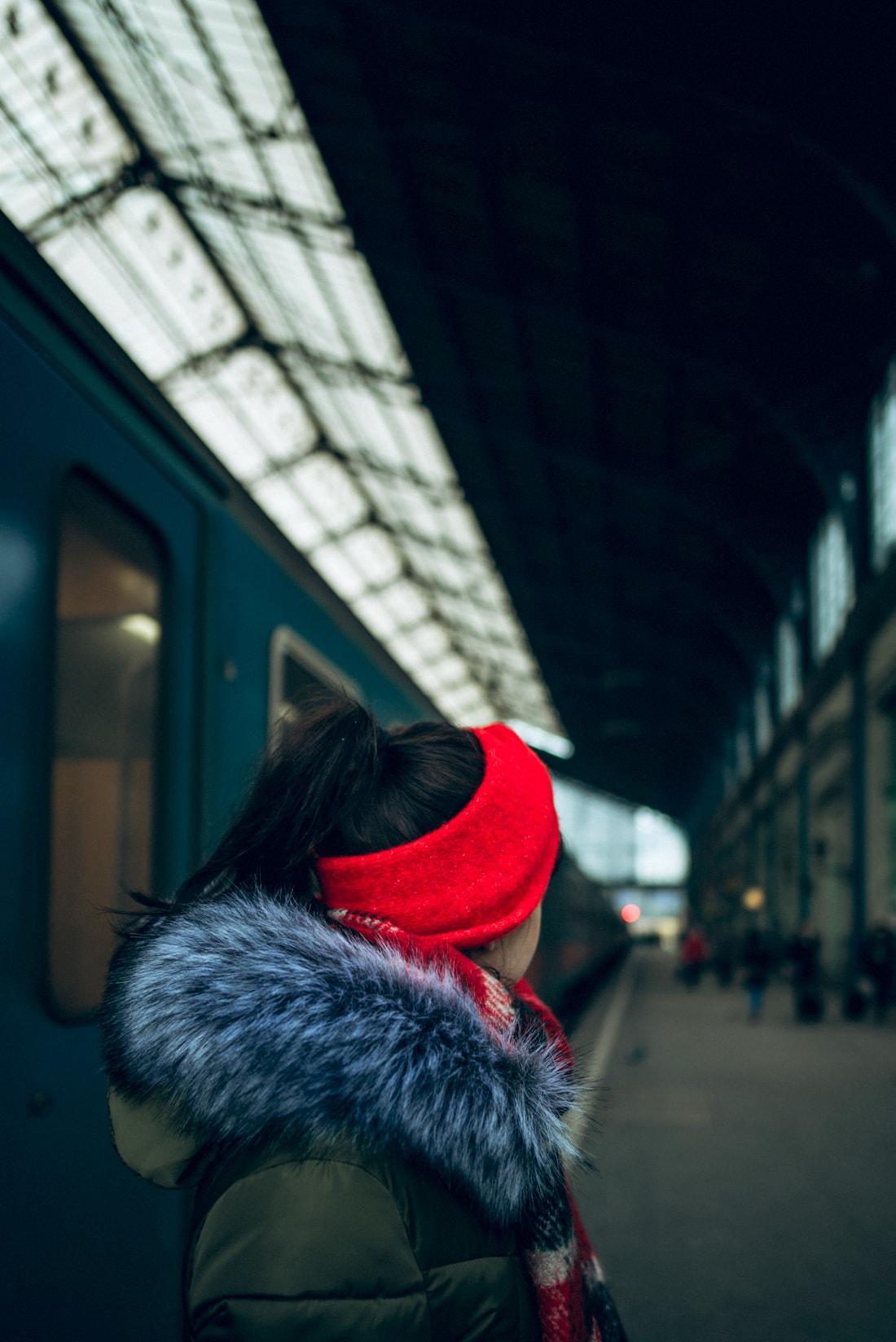 BUDAPEŠŤ BUDETE MILOVAŤ_Katharine-fashion is beautiful_blog 3_červená čelenka Zara_Cestovanie_Katarína Jakubčová_Módna blogerka