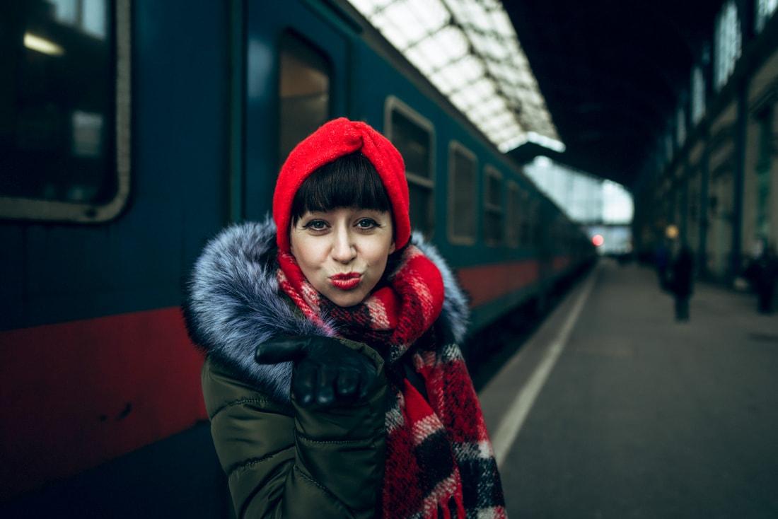 BUDAPEŠŤ BUDETE MILOVAŤ_Katharine-fashion is beautiful_blog 4_červená čelenka Zara_Katarína Jakubčová_Módna blogerka