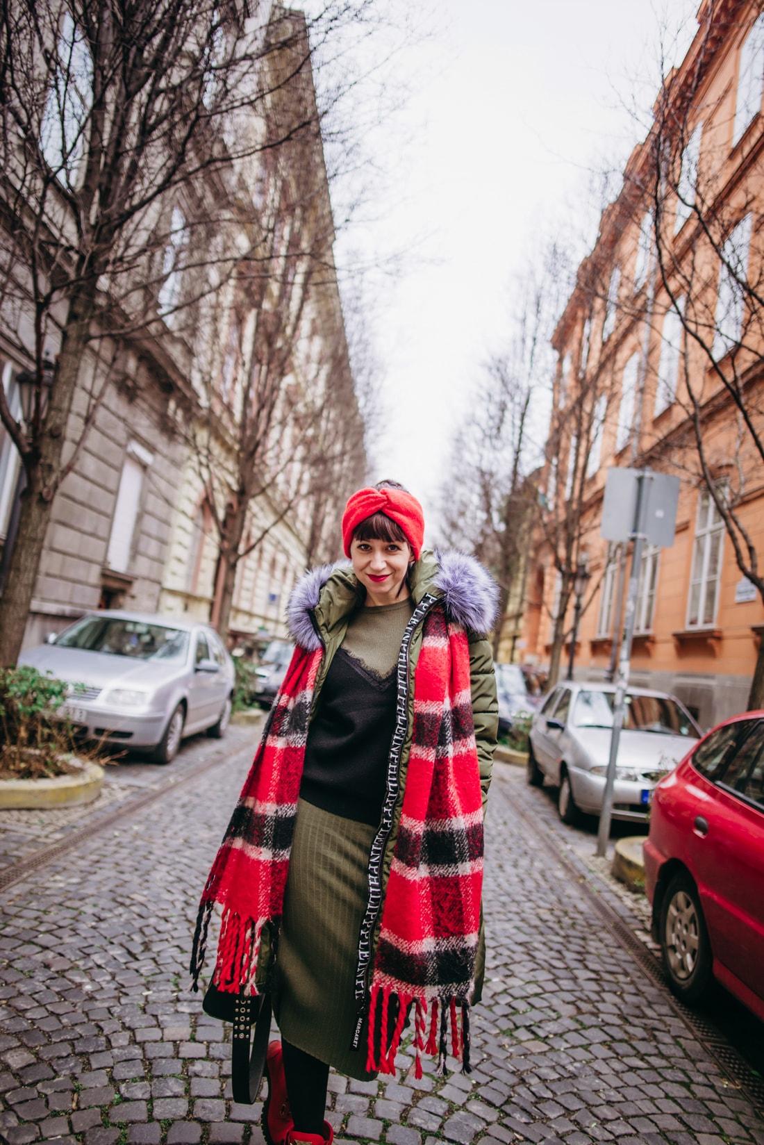 BUDAPEŠŤ BUDETE MILOVAŤ_Katharine-fashion is beautiful_blog 4_červená čelenka Zara_Sveter Vero Moda_Cestovanie_Katarína Jakubčová_Módna blogerka