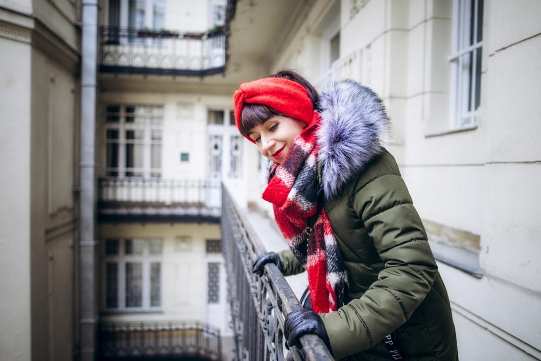 BUDAPEŠŤ BUDETE MILOVAŤ_Katharine-fashion is beautiful_blog 5_červená čelenka Zara_Cestovanie_Katarína Jakubčová_Módna blogerka