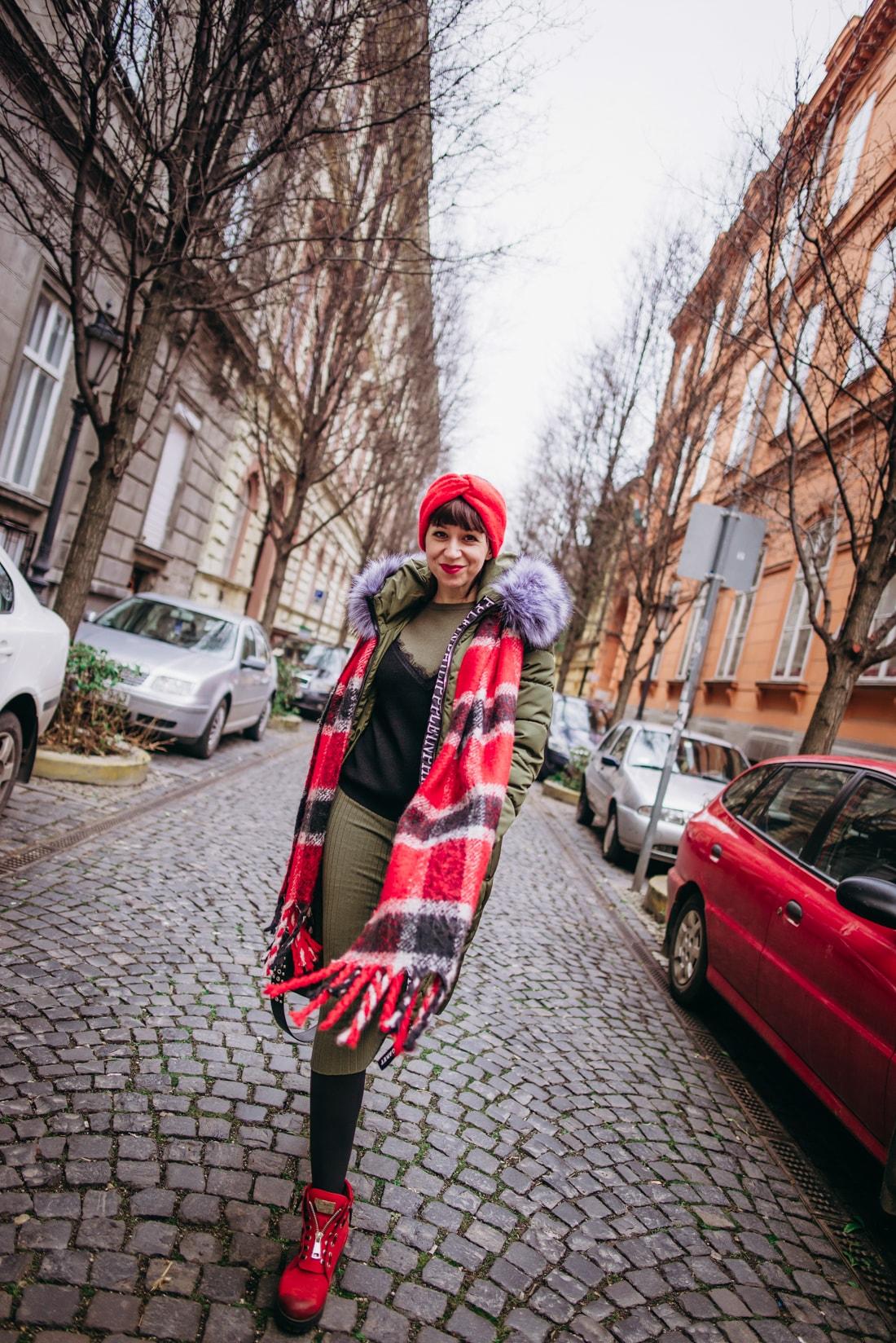 BUDAPEŠŤ BUDETE MILOVAŤ_Katharine-fashion is beautiful_blog 5_červená čelenka Zara_Sveter Vero Moda_Cestovanie_Katarína Jakubčová_Módna blogerka