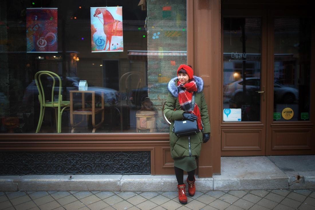 BUDAPEŠŤ BUDETE MILOVAŤ_Katharine-fashion is beautiful_blog 6_červená čelenka Zara_Cestovanie_Katarína Jakubčová_Módna blogerka