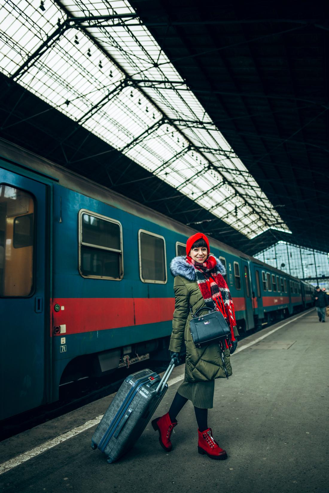 BUDAPEŠŤ BUDETE MILOVAŤ_Katharine-fashion is beautiful_blog 4_červená čelenka Zara_Cestovanie_Katarína Jakubčová_Módna blogerka