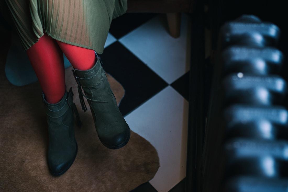 KOŽUŠINA. TAJOMSTVO ÚSPECHU ODHALENÉ._Katharine-fashion is beautiful_blog 21_Červený kabát Zara_Plisovaná sukňa_BUS_Katarína Jakubčová_Fashion blogerka