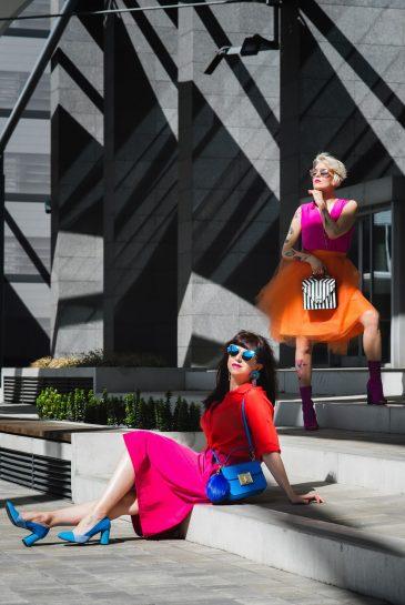 BLOGOVANIE - KDE JE SPRÁVNA HRANICA MEDZI ONLINE A OFFLINE SVETOM?_Katharine-fashion is beautiful_blog 1_Panorama city_Ružová sukňa Topankovo_Modrá kabelka Aldo_Katarína Jakubčová_Fashion blogerka