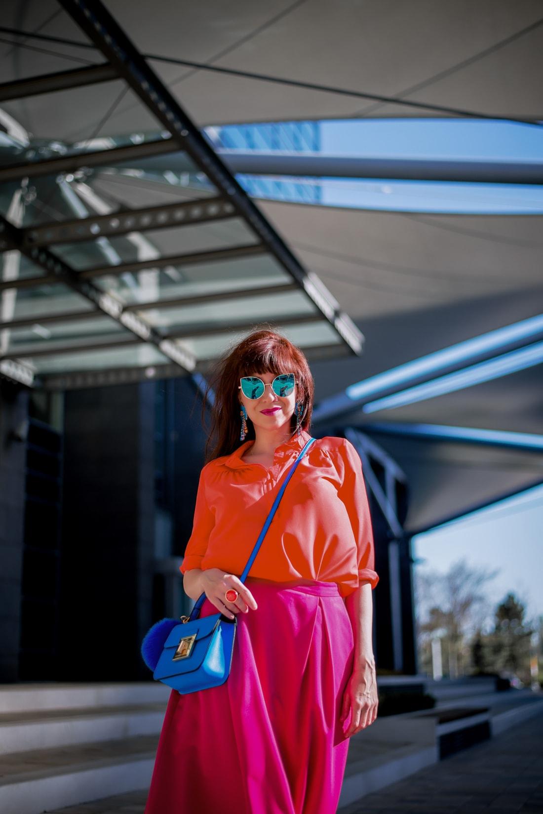BLOGOVANIE - KDE JE SPRÁVNA HRANICA MEDZI ONLINE A OFFLINE SVETOM?_Katharine-fashion is beautiful_blog 10_Panorama city_Ružová sukňa Topankovo_Modrá kabelka Aldo_Katarína Jakubčová_Fashion blogerka