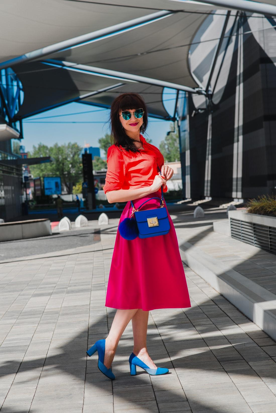 BLOGOVANIE - KDE JE SPRÁVNA HRANICA MEDZI ONLINE A OFFLINE SVETOM?_Katharine-fashion is beautiful_blog 2_Panorama city_Ružová sukňa Topankovo_Modrá kabelka Aldo_Katarína Jakubčová_Fashion blogerka