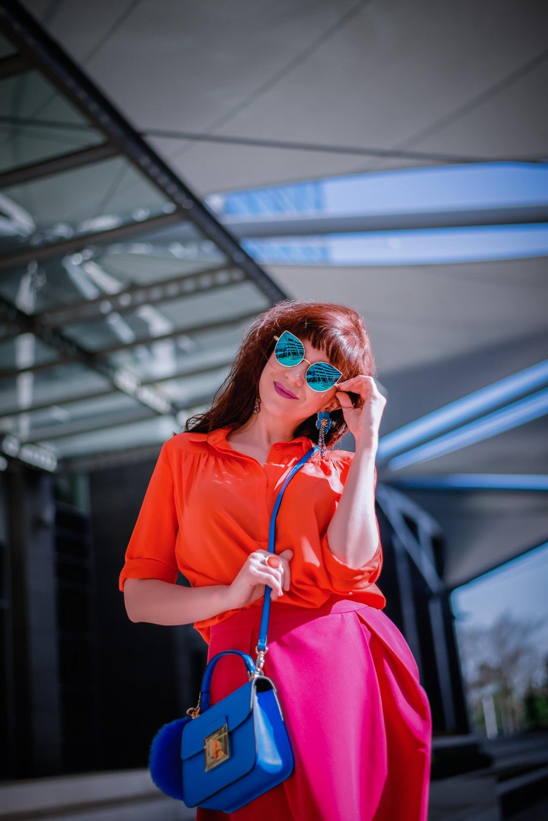 BLOGOVANIE - KDE JE SPRÁVNA HRANICA MEDZI ONLINE A OFFLINE SVETOM?_Katharine-fashion is beautiful_blog 3_Panorama city_Ružová sukňa Topankovo_Modrá kabelka Aldo_Katarína Jakubčová_Fashion blogerka