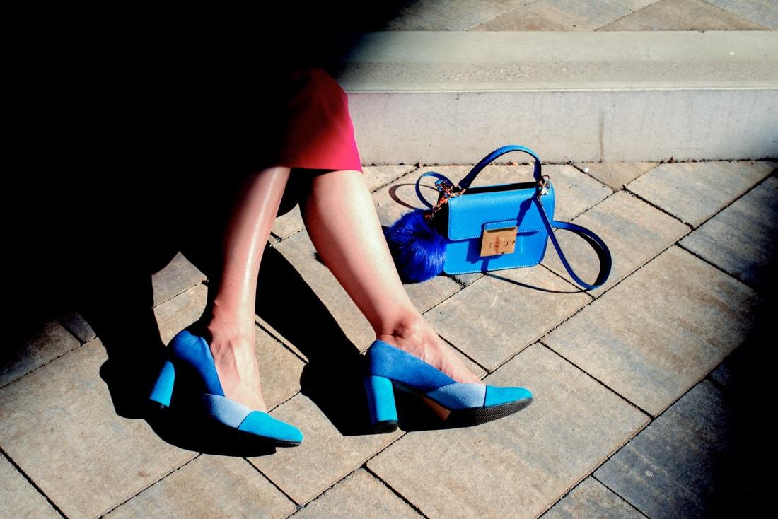 BLOGOVANIE - KDE JE SPRÁVNA HRANICA MEDZI ONLINE A OFFLINE SVETOM?_Katharine-fashion is beautiful_blog 8_Panorama city_Ružová sukňa Topankovo_Modrá kabelka Aldo_Katarína Jakubčová_Fashion blogerka