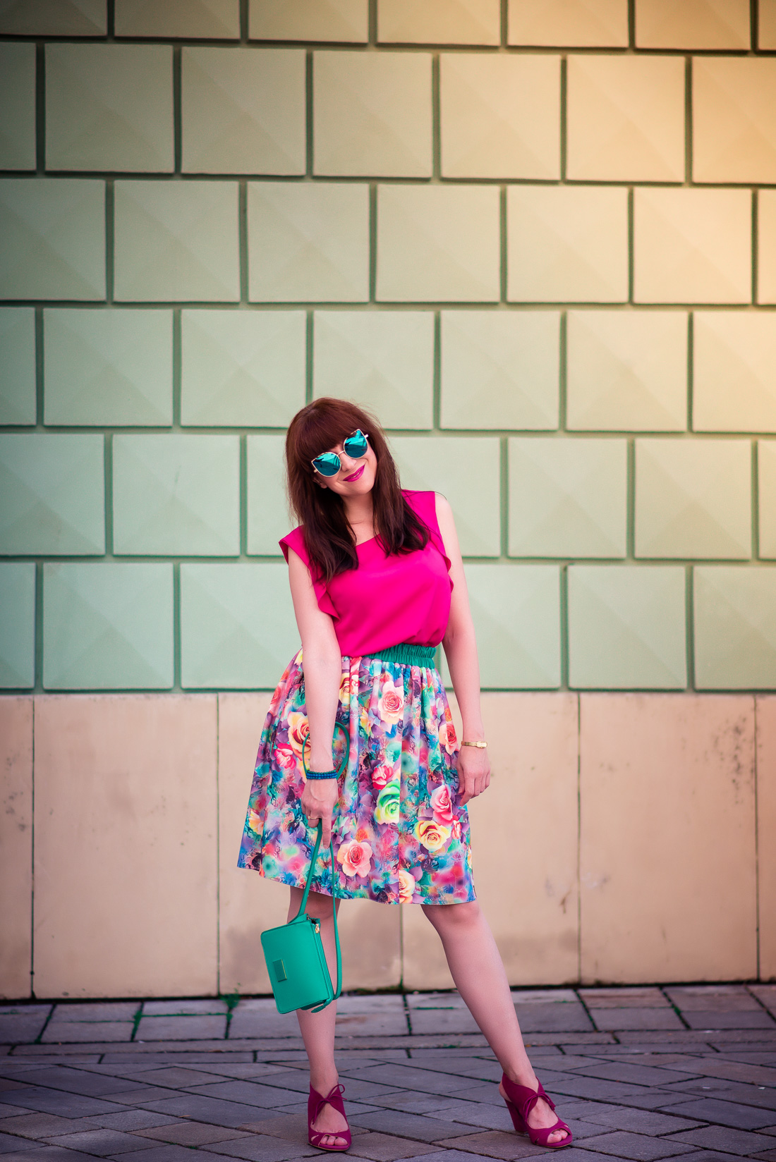 MAMA JE MAMA & KVETINOVÁ SUKŇA_Katharine-fashion is beautiful_blog 16_Kvetinová sukňa_Zelená kabelka Answear_Katarína Jakubčová_Fashion blogerka