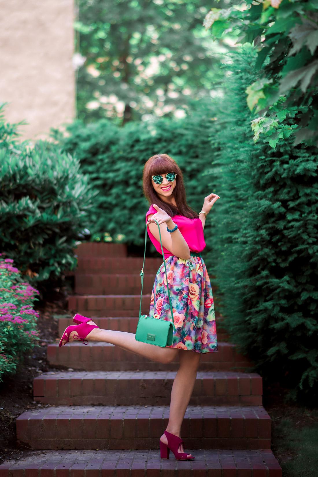 MAMA JE MAMA & KVETINOVÁ SUKŇA_Katharine-fashion is beautiful_blog 4_Kvetinová sukňa_Zelená kabelka Answear_Katarína Jakubčová_Fashion blogerka