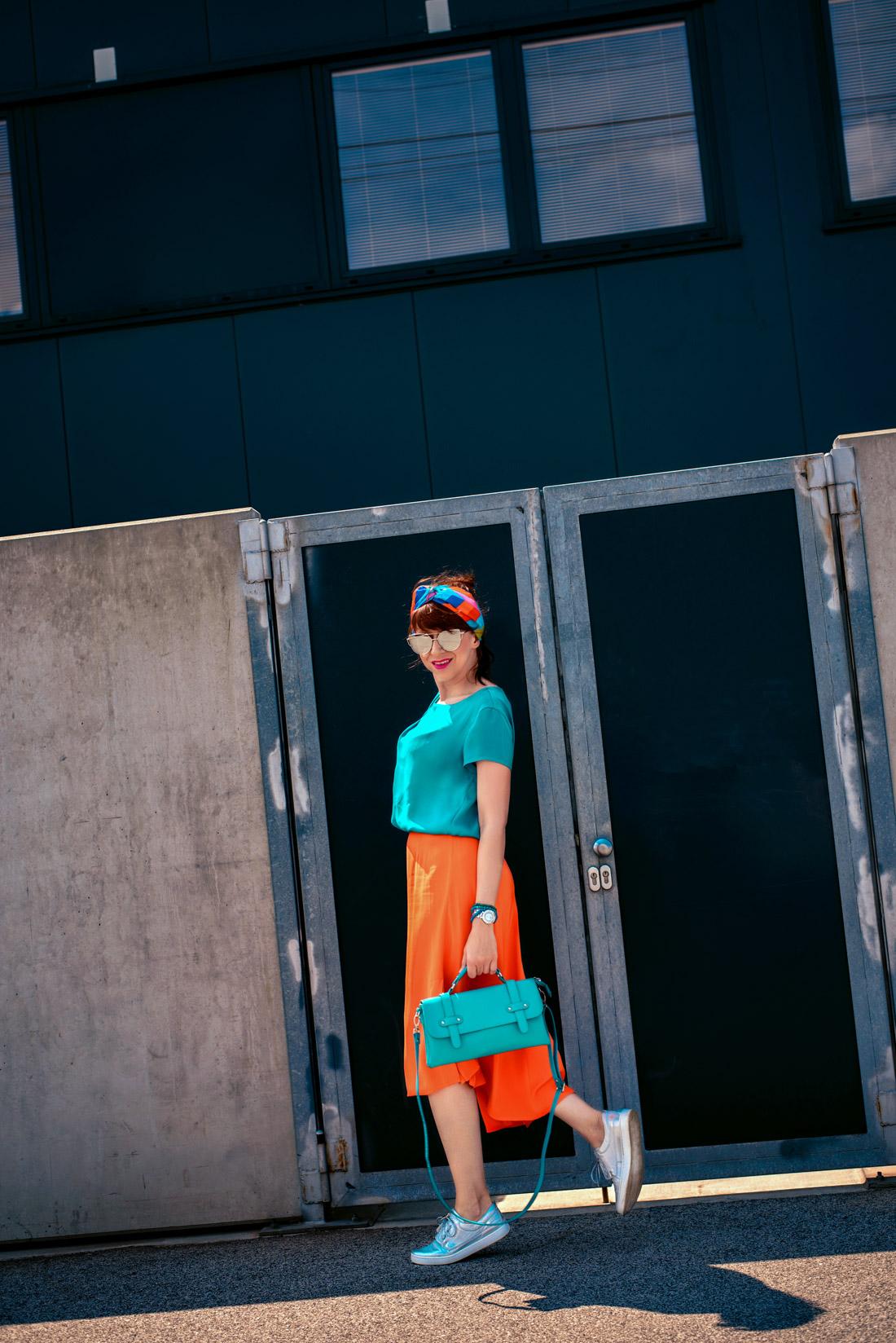 1 TOP DOPLNOK, KTORÝ VÁS DOSTANE_Katharine-fashion is beautiful_blog 4_Látková čelenka_Oranžová sukňa_Katarína Jakubčová_Fashion blogerka