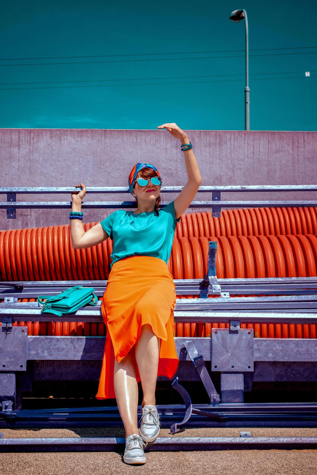 1 TOP DOPLNOK, KTORÝ VÁS DOSTANE_Katharine-fashion is beautiful_blog 9_Látková čelenka_Oranžová sukňa_Katarína Jakubčová_Fashion blogerka