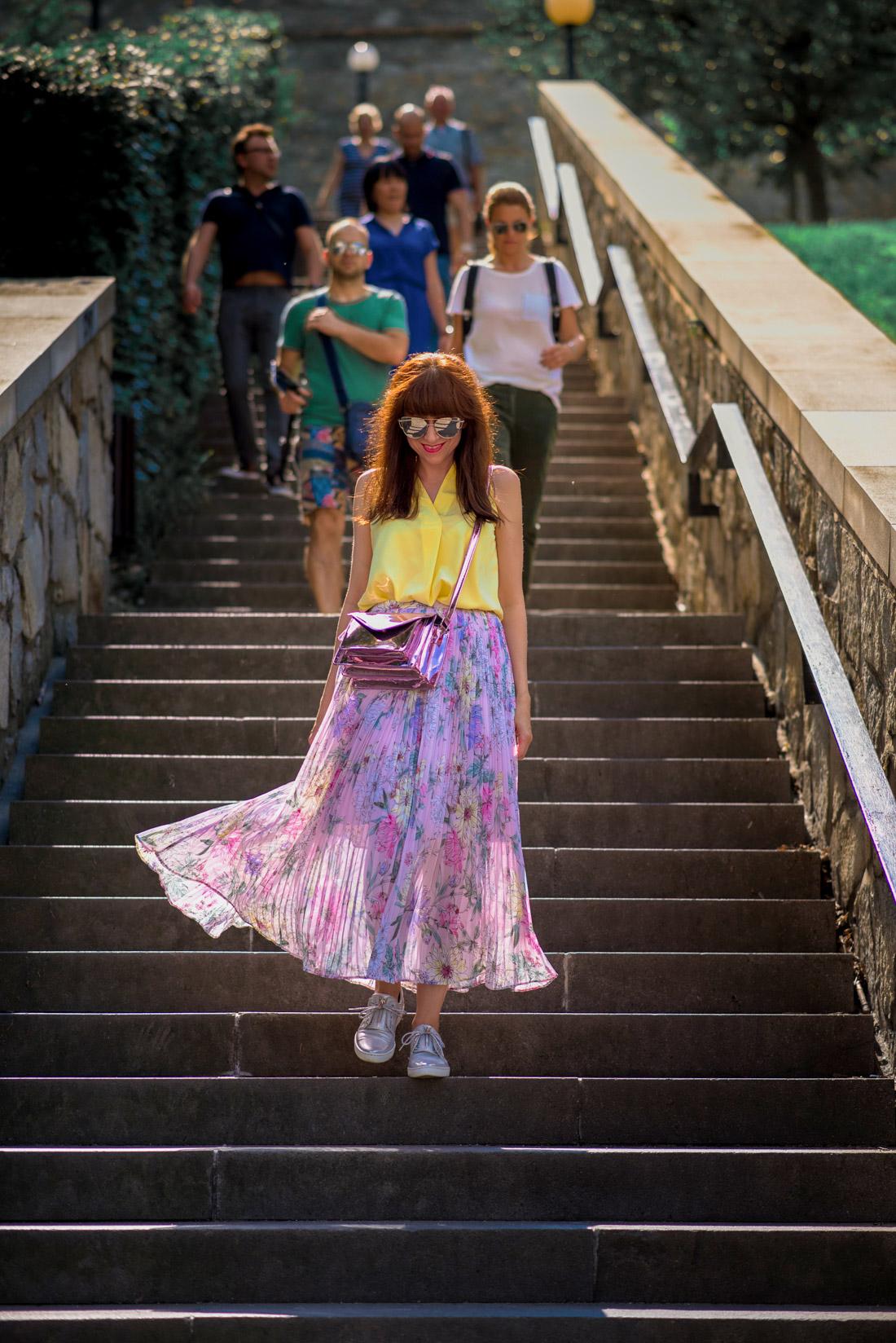 SUKŇA, KTORÁ VÁM VYRAZÍ DYCH_Katharine-fashion is beautiful_blog 10_Kvetinová plisovaná sukňa_Pastelové farby_Kabelka od Answear_Katarína Jakubčová_Fashion blogerka
