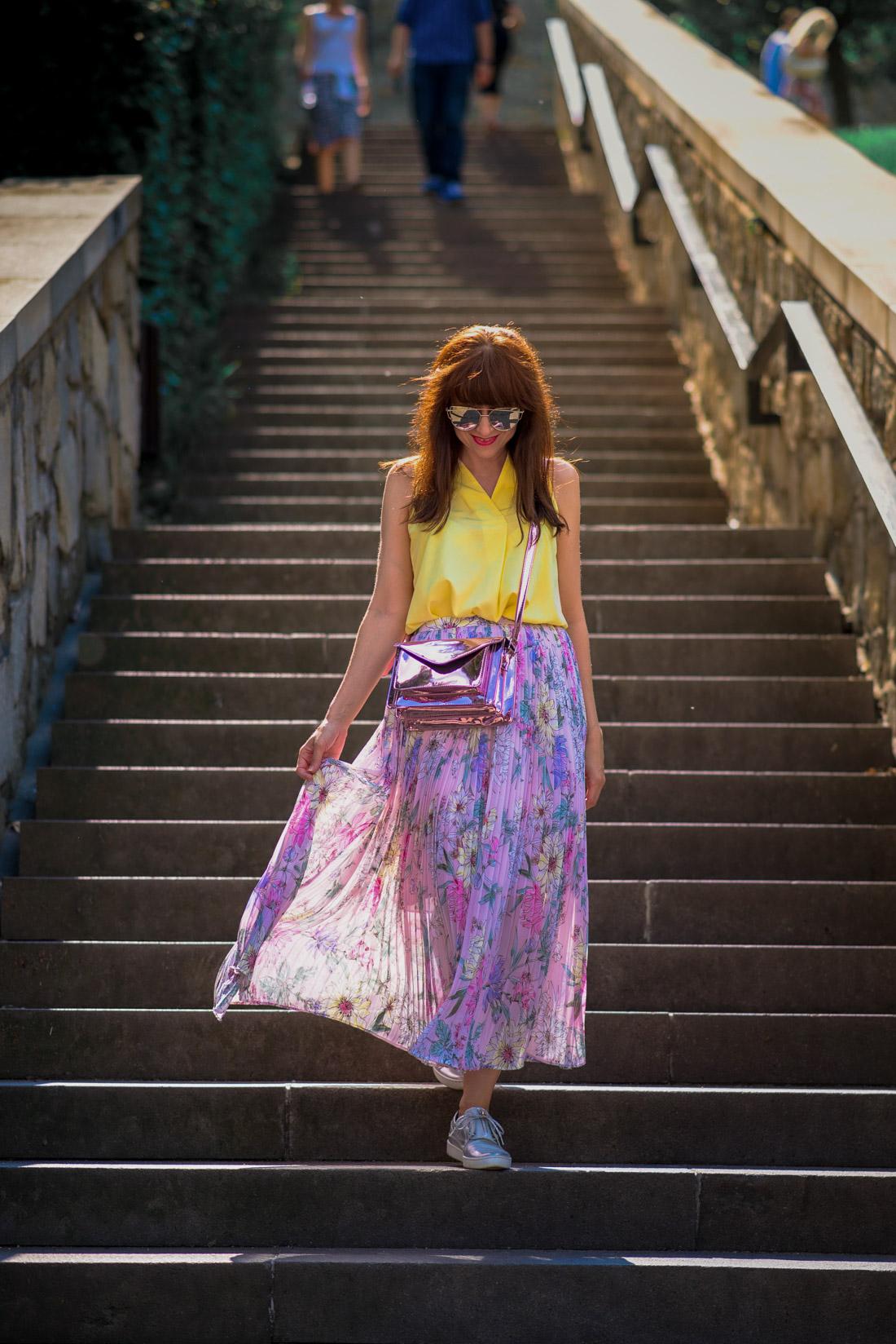 SUKŇA, KTORÁ VÁM VYRAZÍ DYCH_Katharine-fashion is beautiful_blog 11_Kvetinová plisovaná sukňa_Pastelové farby_Kabelka od Answear_Katarína Jakubčová_Fashion blogerka