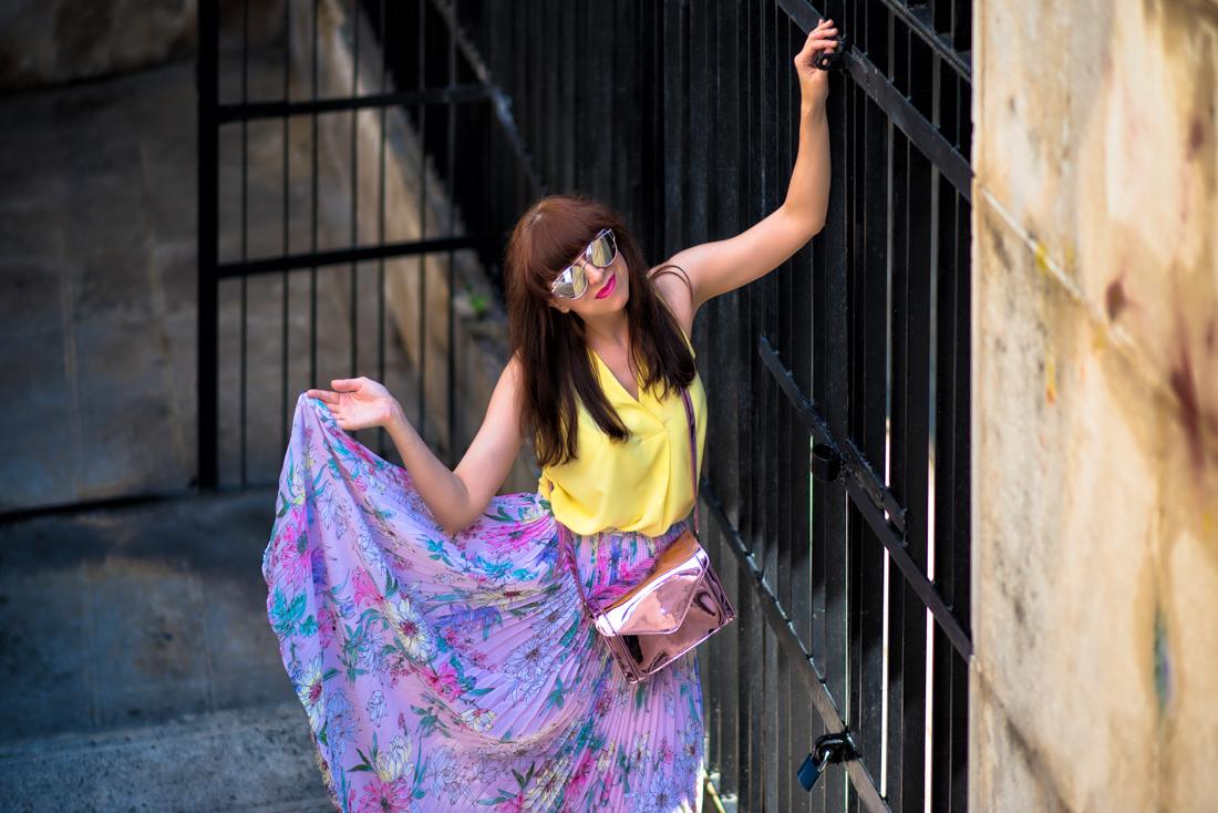 SUKŇA, KTORÁ VÁM VYRAZÍ DYCH_Katharine-fashion is beautiful_blog 13_Kvetinová plisovaná sukňa_Pastelové farby_Kabelka od Answear_Katarína Jakubčová_Fashion blogerka