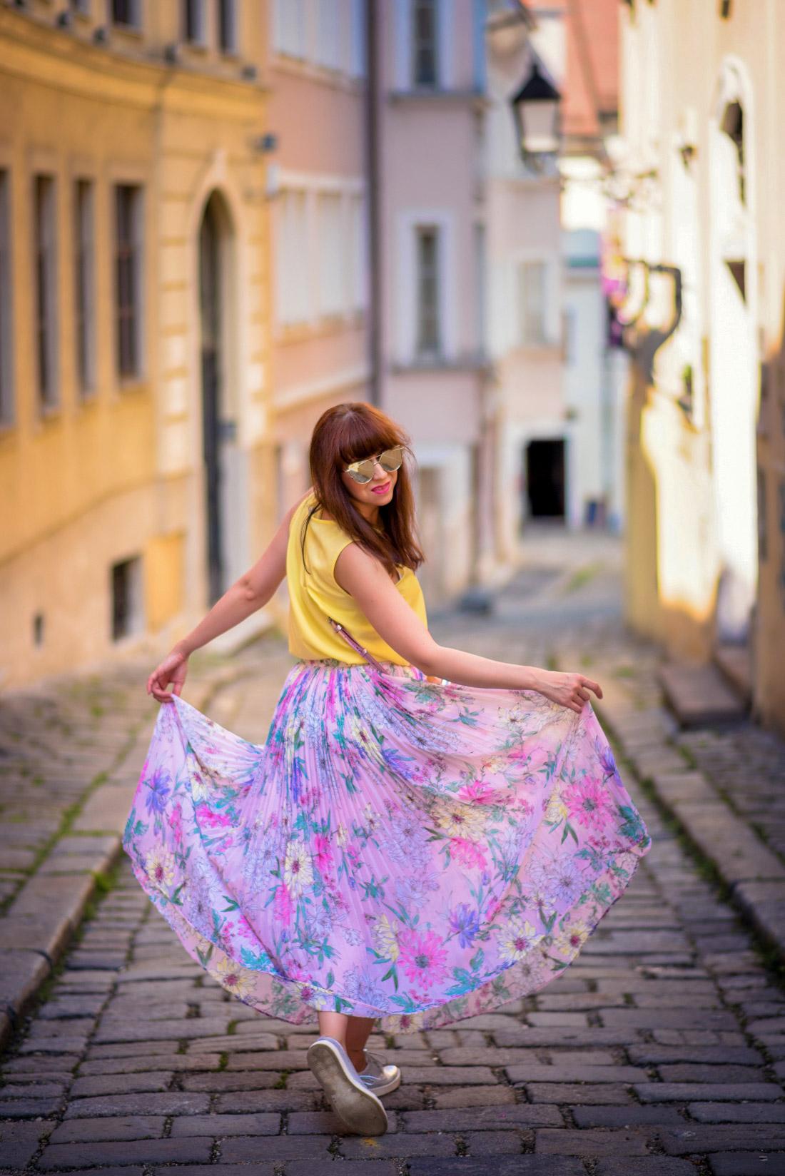 SUKŇA, KTORÁ VÁM VYRAZÍ DYCH_Katharine-fashion is beautiful_blog 16_Kvetinová plisovaná sukňa_Pastelové farby_Kabelka od Answear_Katarína Jakubčová_Fashion blogerka