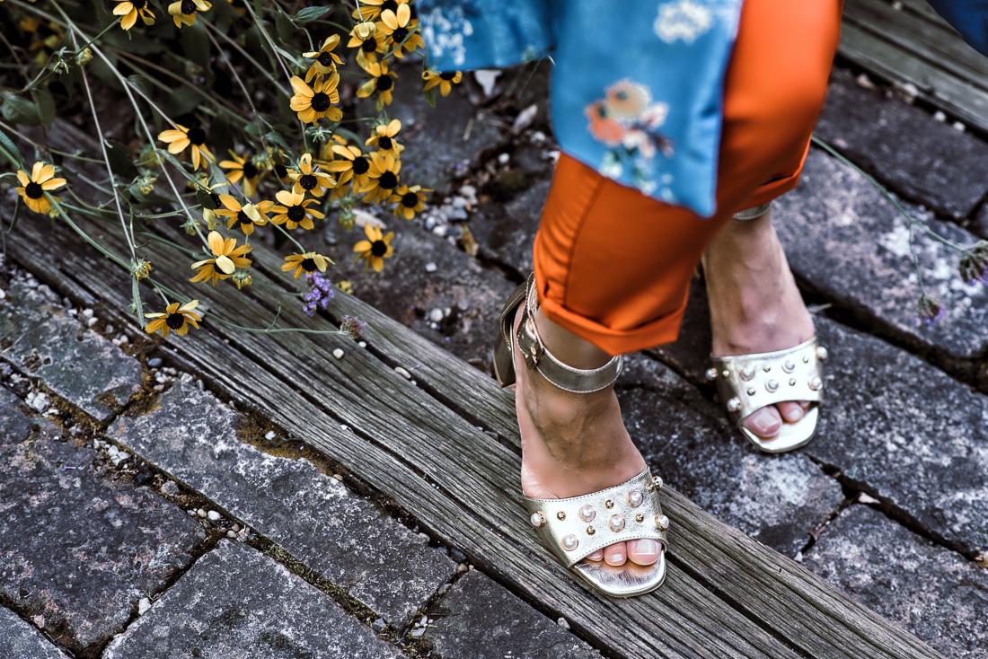 NOVÝ BYT, NOVÉ MOŽNOSTI_Katharine-fashion is beautiful_blog 8_Zlaté sandále_Kvetinové kimono ZARA_Katarína Jakubčová_fashion blogerka